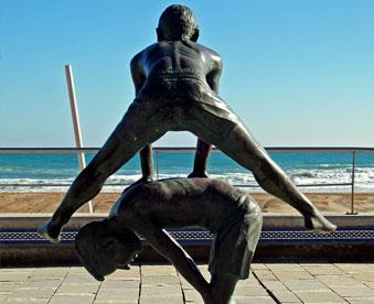 estatuas-en-la-playa-de-san-juan-de-alicante